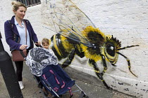 21-05-2014 - Save the Bees graffiti. Artist Louis Masai raising awareness of a potential eco-catastrophe with his #saveTheBees mural. Shoreditch, East London. © Jess Hurd