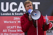 29-04-2015 - Stephen Timms MP. International Workers Memorial Day rally beside the Building Worker statue, Tower Hill, London. © Jess Hurd