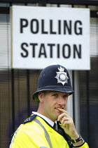 05-07-2015 - Police officer on duty at a Tower Hamlets Polling Station. General Election. East London. © Jess Hurd