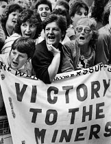 28-11-1984 - Miners wives lobbying delegates, TUC Congress, Miners Strike 1984 Brighton.Womens support group Victory To The Miners banner © John Sturrock