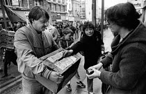 29-04-1984 - NUM strike fund street collection, Liverpool 1984 Miners strike. Women donating money to striking miners © John Sturrock