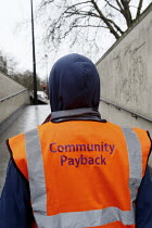 05-04-2011 - Offenders cleaning the tunnel walls of Hyde Park Corner tube as part of a community payback scheme run by Westminster Council and the London Probation Trust. London. © Justin Tallis