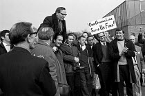 31-03-1971 - Moss Evans, TGWU leading official for car workers, is lifted shoulder-high by Ford workers at the end of their bitter strike in 1971. Many other Ford workers, by contrast, accused the unions of a sell... © Martin Mayer