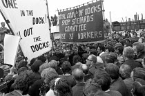 15-06-1972 - Docker Vic Turner awaiting arrest, Vic Turner can be seen under the R of workers in the banner. © Peter Arkell