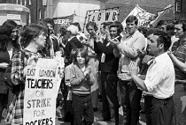 26-07-1972 - Teachers join the docks strike 1972. trades union members from all over the country join the growing day and night demonstration outside Pentonville jail where the Pentonville 5 dockers are held, to d... © Peter Arkell