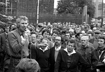 14-08-1972 - Docks strike 1972. Bernie Steer, one of the Pentonville 5 jailed dockers, addresses a mass meeting of the Royal Group of Docks a month before his arrest. 15.6.1972. © Peter Arkell