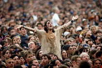 14-07-2001 - Audience enjoying the music, Glastonbury Festival. © Paul Box