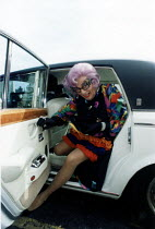 14-07-1984 - Dame Edna Everage arriving by Roll Royce car. Bristol. © Paul Box
