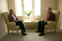 24-10-2006 - A counselor and a patient talking at the Penny Brohn Cancer Care (formerly Bristol Cancer Help Centre). © Paul Box