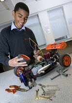 03-12-2008 - Assembling an electric car. Bristol City Academy, Bristol. © Paul Box