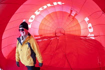 27-01-2011 - Hot air balloon pilot of Rotork balloon at the Chateaux dOex Balloon Festival, Switzerland. © Paul Box