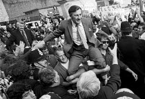 29-07-1972 - Pentonville Five released from prison 1972. Docker Vic Turner and and Bernie Steer are carried aloft after being released from jail. Five dockers were imprisoned in Pentonville prison for picketing, u... © Peter Arkell
