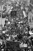 25-07-1972 - A huge march of trade union members behind the London docks shop stewards committee banner with its slogan Arise ye Workers, heading for Pentonville Prison where the The Pentonville 5 were being held © Peter Arkell