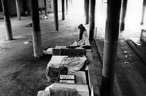 04-06-1989 - Shelters built by the homeless in Cardboard City, Waterloo, central London. © Philip Wolmuth