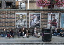 26-08-2015 - Tourists queueing outside The Globe Theatre London South Bank © Philip Wolmuth