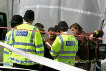 09-07-2005 - Russell Square, central London. Police & members of the London Fire Brigade working on the recovery of bodies & evidence from the scene of the 7.July 2005 Russell Square Tube bombing © Joanne O'Brien