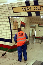 20051117 - London Tube cleaner who works at night at Piccadilly Circus © Joanne O'Brien