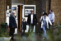 01-05-2008 - Voters at a North London polling station on 1. May 2008 for London Mayoral & Assembley elections. The turnout was nearly 48, a fifth higher than the previous mayoral election. © Joanne O'Brien