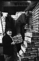 13-12-1971 - Covent Garden fruit and vegetable market, London, 1971. Covent Garden porters at work loading Spanish grapes. © Mike Tull