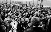 09-11-1983 - Stockport Messenger Joe Wade speaking to a mass picket in support of NGA members on strike in a dispute with Eddie Shahs Messenger Newspaper Group over his use of non-union scab workers to typeset MNG... © Stefano Cagnoni