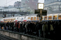 19-11-2007 - Passengers disembark onto the platform from one of the few trains in service. Transport strike, Lazare Saint railway station, Paris. Strike over planned job cuts, pensions and higher wage demands. Fra... © Gilles ROLLE