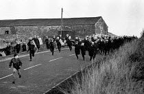 16-10-1984 - Police charge chasing pickets, Woolley Colliery, Woolley Edge near Barnsley, South Yorkshire. © Ray Rising