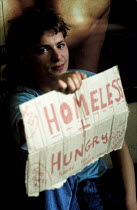 01-08-1989 - Homeless youth begging London © Stefano Cagnoni
