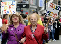 07-07-2012 - Transgender couple on the Gay Pride demonstration in London. © Stefano Cagnoni