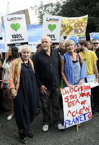 21-09-2014 - People's Climate Change demonstration, London. Designer, Vivienne Westwood, singer Peter Gabriel & actor, Emma Thompson at the front of the march. © Stefano Cagnoni
