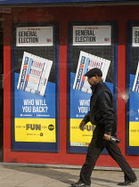 07-05-2015 - General Election, 2015. Man passing by William Hill bookmakers shopfront, advertising the betting odds on the General Election result, Holloway, north London. © Stefano Cagnoni