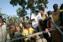 17-09-2005 - Refugees who have fled across the border from conflict in the Central African Republic ( CAR ) arrive in Chad where they are registered and assisted by aid workers from UNHCR. Chad 2005 The provision... © Boris Heger