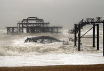 18-01-2007 - The remains of Brightons Victorian West Pier being battered by winter storms. Plans to demolish the Pier and replace it with a viewing tower have been proposed. Brighton, UK 2007 © Howard Davies