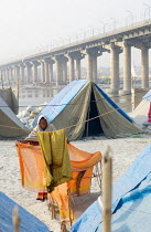 20-02-2007 - Tents at the Kumbha Mela festival 2007, the largest gathering of people on the planet. 30 million Hindus and holy men known as Sadhus come to cleanse their sins in the Ganges River, Allahabad, India. © Tom Parker