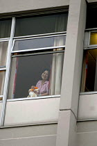 22-06-2007 - Young mother with her newborn baby, Birmingham Womens Hospital © David Bacon