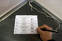 05-05-2011 - Voting Martin Gladstone Straker-Welds of the Labour Party as councillor for Kings Heath during the Birmingham City Council Election © Timm Sonnenschein