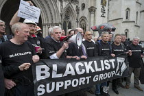 11-05-2016 - John McDonnell and Blacklist Support Group outside the Royal Courts of Justice after victory in their campaign for compensation for illegal blacklisting of construction workers © Philip Wolmuth