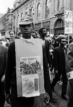 23-06-1968 - Supporters of Biafra protest against the British Government 1968 supplying arms to Nigeria during the Civil War, London © Romano Cagnoni
