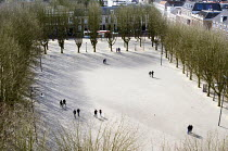 20-03-2016 - Pedestrians in the snow, tree lined square enjoying a leisurely stroll, s-Hertogenbosch, Holland © Stefano Cagnoni