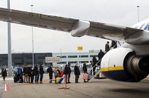 21-03-2016 - Passengers boarding a Ryanair airplane at Eindhoven airport, Holland © Stefano Cagnoni