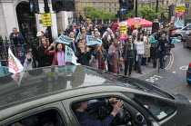 18-06-2016 - Convoy to Calais. Supporters wave as a convoy of cars leaves Whitehall carrying aid and suppliesfpr refugees stranded in makeshift camps in Calais, France. © Stefano Cagnoni
