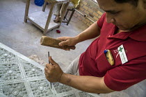 27-12-2015 - Siem Reap, Cambodia, Artisan working in the workshop of Artisans Angkor © David Bacon