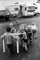 18-08-1969 - Traveller children families constructing a school 1969 for themselves on their site, on the outskirts of London © Thurston Hopkins