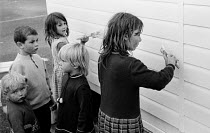 18-08-1969 - Traveller children families constructing a school 1969 for themselves on their site, on the outskirts of London. © Thurston Hopkins