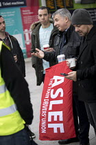 16-12-2016 - ASLEF Southern network train drivers strike in a safety dispute about who should operate the train doors. London Bridge Station. © Jess Hurd