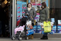 16-12-2016 - Parents Swindon Shopping precinct, Wiltshire © John Harris
