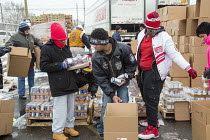 17-12-2016 - Detroit, Michigan USA Members of the Teamsters and AFL-CIO unions package holiday food boxes for distribution to the unemployed and underemployed. © Jim West