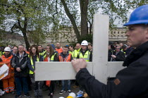 28-04-2017 - Workers hold one minutes silence, International Workers Memorial Day, Tower Hill, London to commemorate those who have been injured or lost their lives at work © Stefano Cagnoni