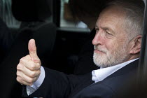 03-06-2017 - Thumbs up, Jeremy Corbyn Labour Party general election rally, Beeston, Nottingham © John Harris