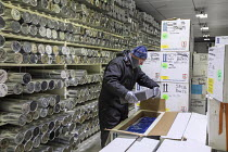 28-08-2017 - Denver, Colorado, USA National Ice Core Laboratory curator Geoff Hargreaves packing insulation in a box of ice cores being shipped to a scientist. The Laboratory stores 19,000 meters of ice cores from... © Jim West