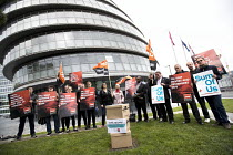 18-09-2017 - GMB and SumOfUs petition Transport For London against renewal of the Uber operating licence, drivers rights and protecting the public, City Hall, London. The petition has more than 106,000 signatures © Jess Hurd